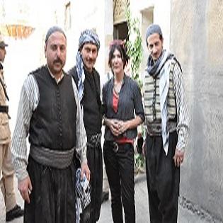Donatella Della Ratta con gli attori sul set di Bab al-Hara 5, Damasco, maggio 2010.