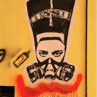 14. Nefertiri con maschera antigas - el Zeft -